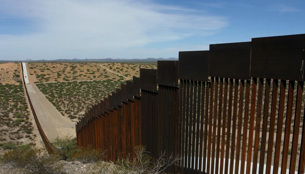 AUGUST 2019: En del av grensemuren, sett fra Chihuahua i Mexico. Foto: Herika Martinez / AFP / NTB