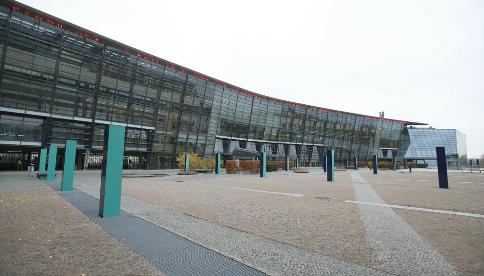 FORNEBU: Det arbeides hardt fra Telenor-bygget på Fornebu om dagen. Foto: Terje Pedersen / NTB