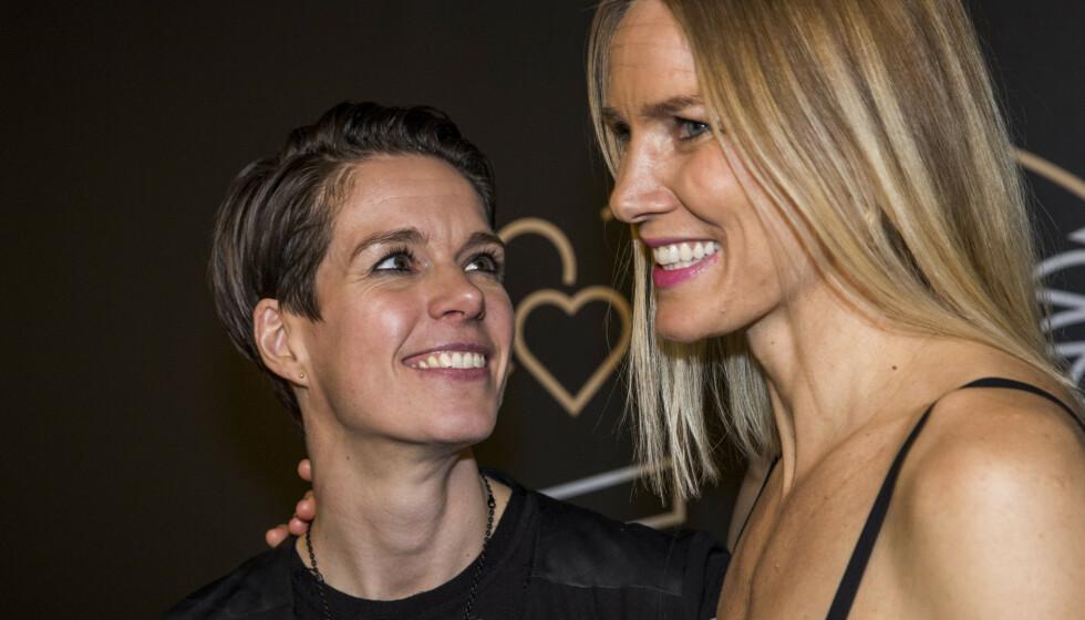 TI ÅR: Anja og Gro Hammerseng-Edin har vært et par i ti år og gift i sju. Nå åpner de opp om starten på forholdet. Foto: Terje Pedersen / NTB