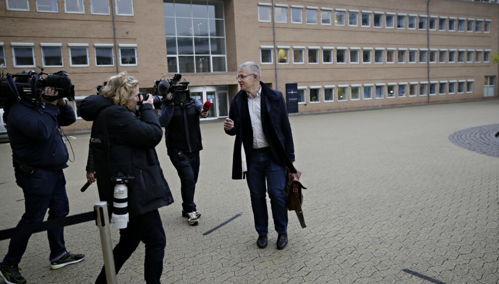 FORSVARET: Peter Madsens forsvarer Anders Larsen på vei inn i retten. Foto: Kristian Ridder-Nielsen / Dagbladet