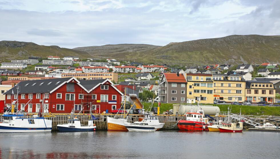 MANGE SMITTET: Totalt har 25 personer i Hammerfest kommune fått påvist coronaviruset, og det er ventet at flere vil bli smittet. Foto: Lisa Strachan / Shutterstock / NTB