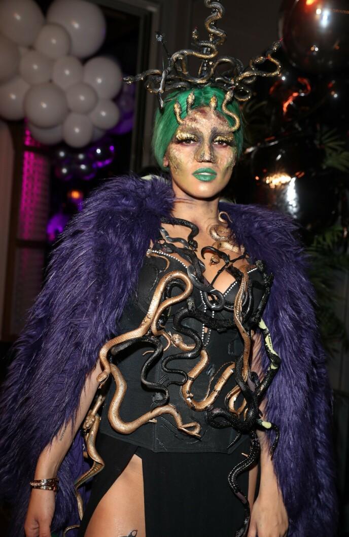 MEDUSA: I fjor var Alexandra Joner kledd ut som Medusa i anledning sin halloween-fest. Foto: Andreas Fadum / Se og Hør