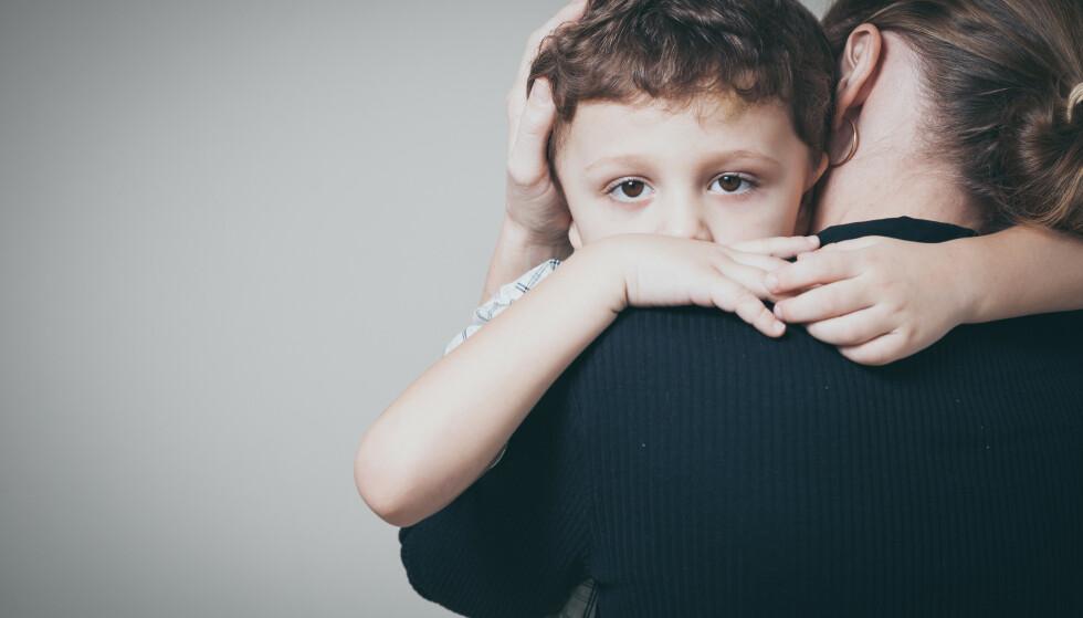 SNAKK MED FORELDRENE: Mens aksjene i de tyske akutte tvangssakene er fordelt mellom barn, foreldre og Jugendamt, er det norske barnevernet tilbøyelig til å være eneaksjonær. Når aksjene i de tyske sakene er på flere hender, skyldes det bl.a. at Jugendamt snakker med foreldrene i forkant av akuttvedtaket, skriver kronikkforfatteren. Foto: Shutterstock /NTB