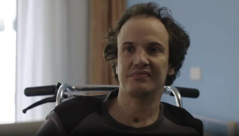 KAN GÅ IGJEN: Richard (37) hadde ikke snakket på åtte år, da han plutselig pratet i vei etter å ha fått sovemedisin. Skjermdump: Cortex