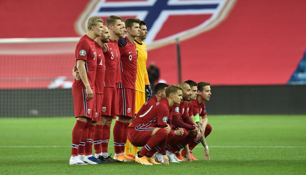 TID FOR Å STILLE SEG BAK GUTTA: Norge har et spennende landslag med mange lovende spillere. Kanskje dette er tiden for å velge en ny start, ved at vi stiller oss bak gutta og gyver på, spør innsenderen. Foto: Fredrik Varfjell / NTB