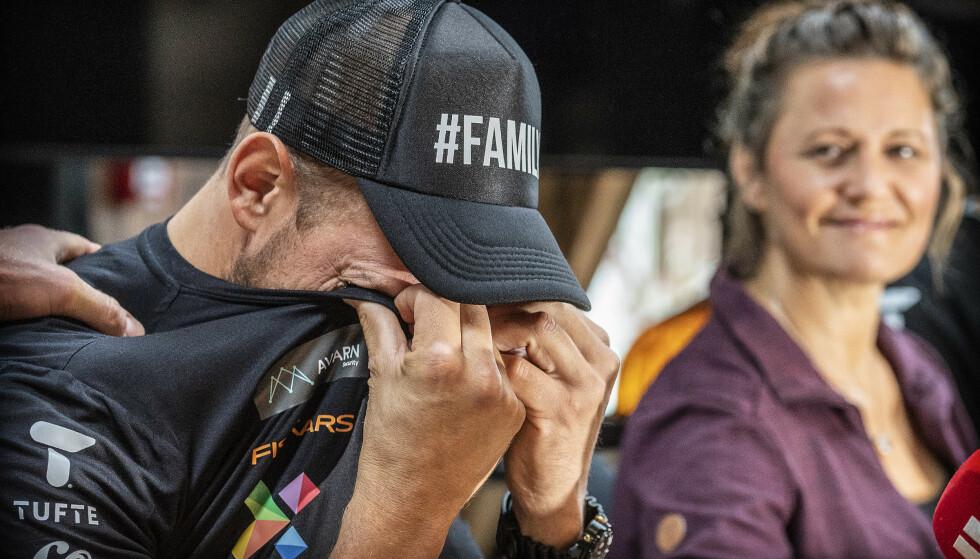 BRAST I GRÅT: Det ble mye følelser som måtte ut for Olaf Tufte da han kunngjorde at han skulle fortsette til etter OL i Tokyo. Foto: Hans Arne Vedlog / Dagbladet