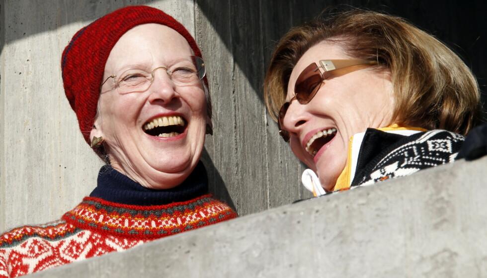 DYRT: Dronning Margrethe kommer utvilsomt tilbake til Norge når anledningen byr seg. Hvorvidt reisen skal betales av kongehuset eller Forsvaret, gjenstår å se. Her fotografert i 2011 i Holmenkollen med dronning Sonja. Foto: Lise Åserud / NTB