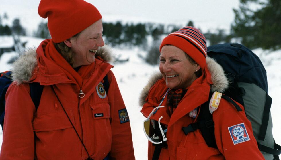 NORGESVENN: Dronning Margrethe har feriert masse i Norge, og er en kløpper på ski. Her fotografert med daværende kronprinsesse Sonja i 1990. Foto: Bjørn Sigurdsøn / NTB