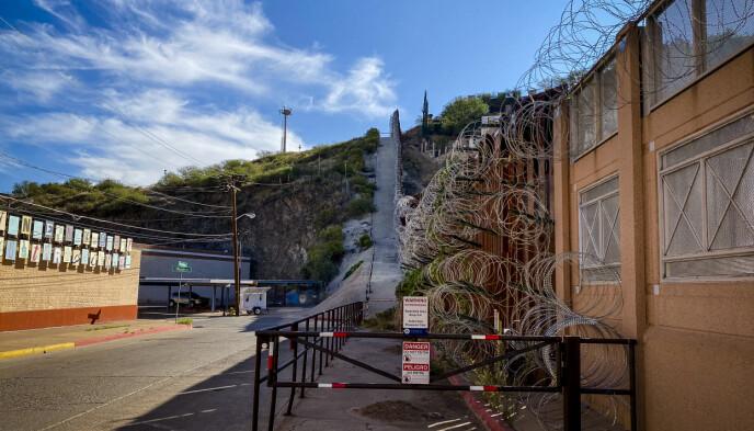 PIGGTRÅD: Uten at de lokale visste det, monterte plutselig militæret sylskarpe piggtråder langs grensemuren i byen Nogales sør i Arizona. Foto: Trym Mogen / Dagbladet