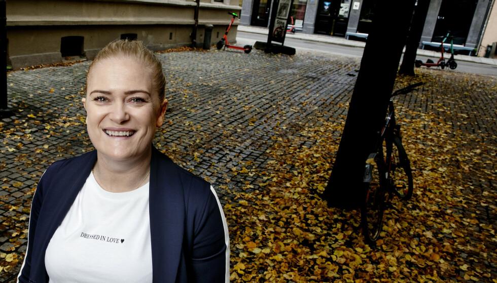 MER TIL STEDE: Tone Ingebrigtsen forteller at hun nå er - og blir - mer ti stede i løpersønnenes toppidrettsliv på reiser og stevner rundt om i verden. Planen er å avlaste Gjert mer. Foto: Kristin Svorte