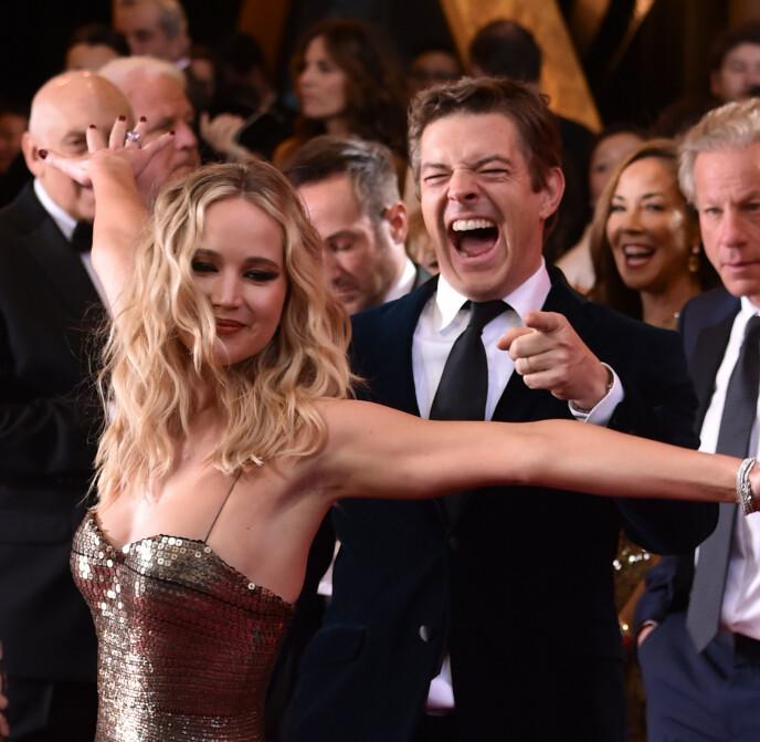 I FESTSTEMNING: Jennifer Lawrence stjal oppmerksomheten på den røde løperen til Oscar-utdelingen i 2018. Foto: Stephen Lovekin / BEI / REX / NTB