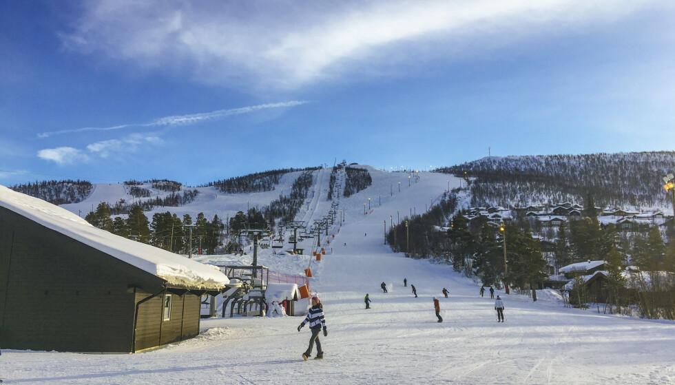 PRØVESVAR: En person reiste på vinterferie før vedkommende hadde mottatt prøvesvar. Her fra Geilolia skisenter i Hol kommune. Foto: Camilla Frølich / NTB