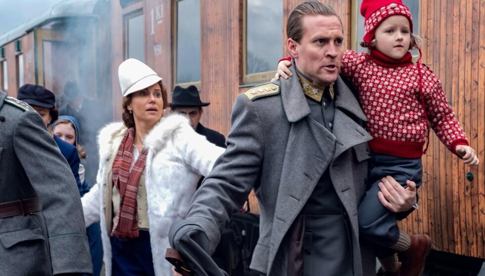 HØSTSATSING: Serien handler om Norges kronprinsesse Märthas (Sofia Helin) liv i politisk eksil i USA under Den andre verdenskrig. Kronprins Olav spilles av (Tobias Santelmann). Foto: NRK