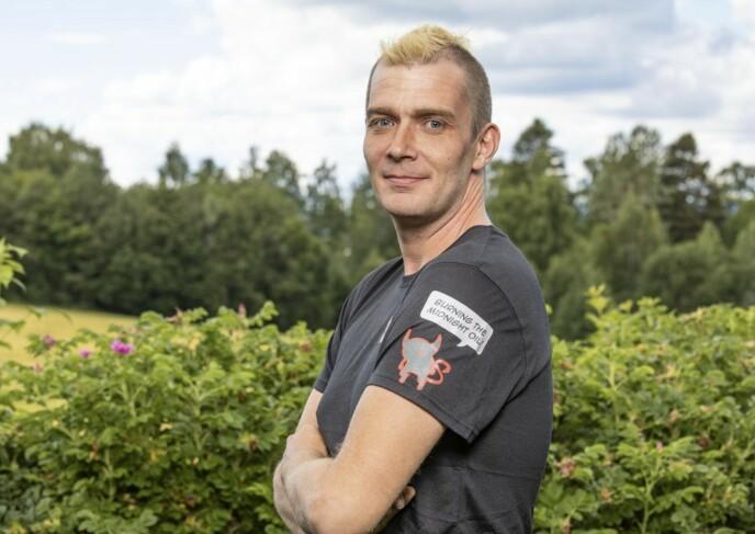 HEKTISK HVERDAG: Sidney Lunde åpner opp om hverdagen med «Farmen»-deltaker Raymond Røskeland. Foto: Tor Lindseth / Se og Hør