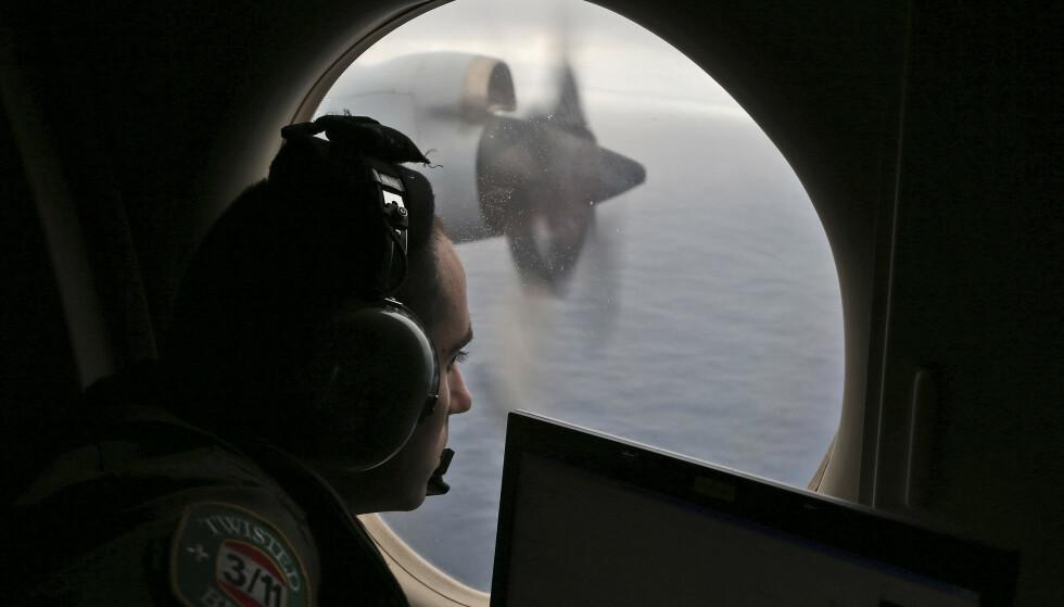 SØK: Forsvinningen utløste luftfartshistoriens største leteoperasjon i et 120 000 kvadratkilometer stort område i Indiahavet. Her fra søket i 2014. Foto: Rob Griffin / AP / NTB