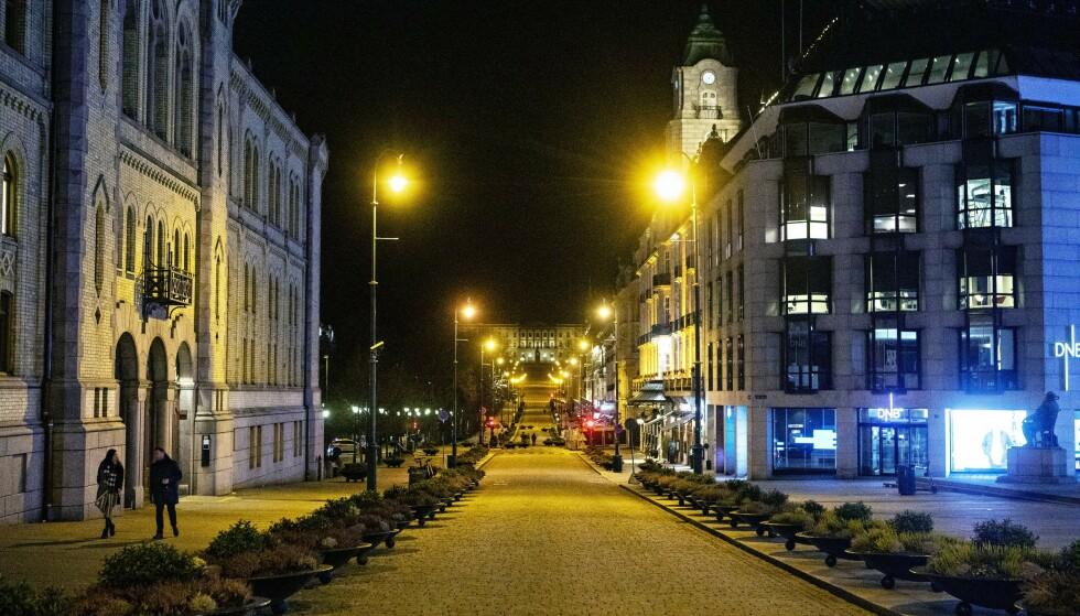 HARDT RAMMET: Oslo har hatt et høyt smittenivå de siste ukene, og det jobbes nå med å finne målrettede tiltak. Her fra Karl Johans gate. Foto: Frank Karlsen / Dagbladet