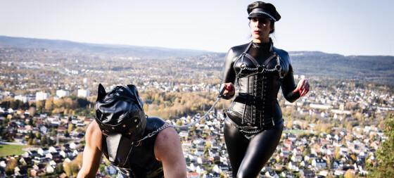 Laura (30): Livet som BDSM-domina
