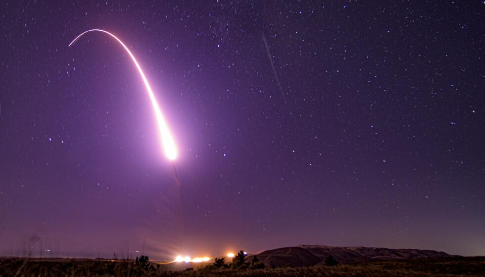 TEST: En testutskyting i California i USA av en langtrekkende rakett som kan frakte atomvåpen i oktober 2019. Foto: J.T. Armstrong / U.S. Air Force via AP / NTB