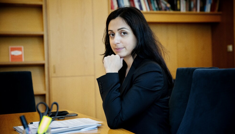 BOKAKTUELL: Arbeiderpartiets nestleder Hadia Tajik. Her på kontoret på Stortinget. Foto: Nina Hansen / Dagbladet