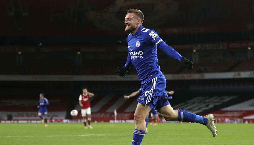 JUBEL: Jamie Vardy jubler etter å ha scoret målet som ga Leicester en etterlengtet borteseier mot Arsenal. Foto: Catherine Ivill, Pool via AP / NTB