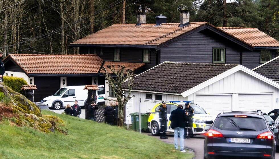 SLORAVEIEN: Her gjør politiet undersøkelser i Tom Hagens bolig samme dag som han ble pågrepet i slutten av april. Foto: Lars Eivind Bones / Dagbladet