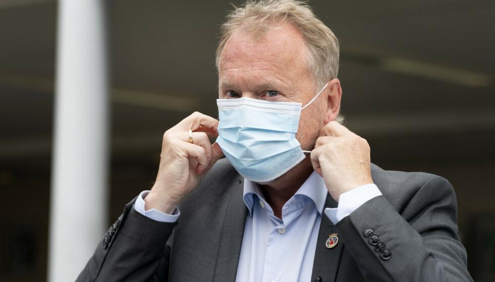 KRYSTALLKLAR: Byrådsleder Raymond Johansen varslet innstrammingene på en pressekonferanse slik vi er blitt vant til å se ham under pandemien: Fast og alvorlig, men konstruktiv. Med forståelse for at det begynner å tære på. Og det gjør det. Foto: Gorm Kallestad / NTB