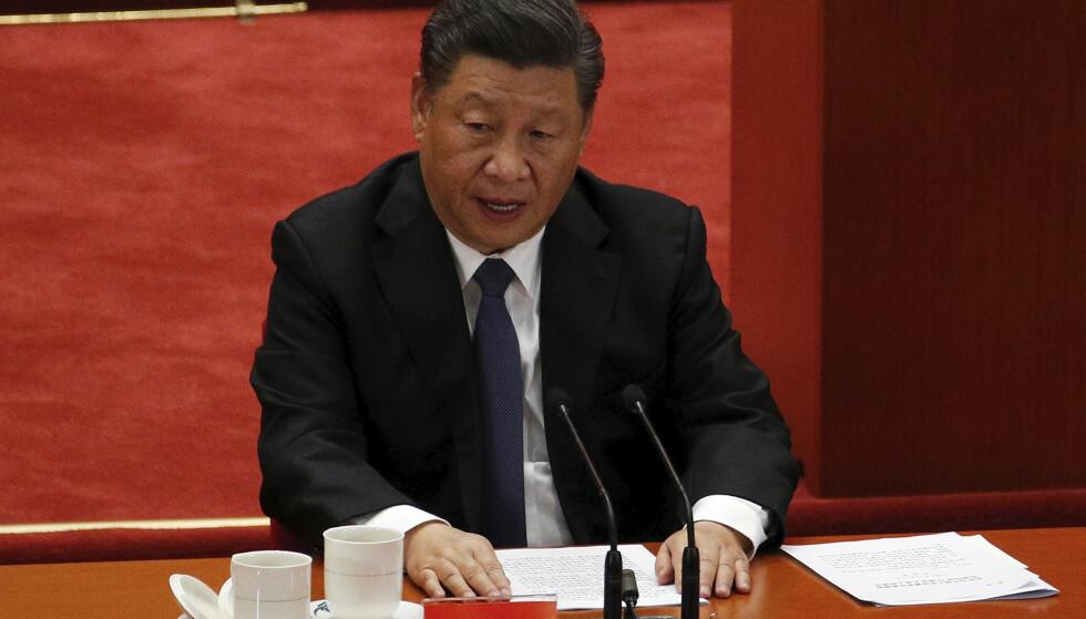 Kinas president Xi Jinping vil minske avhengigheten av omverdenen ved at landet selv produserer teknologi som nå blir importert. Samtidig skal inntektene i statskassen i større grad komme fra kinesernes eget forbruk framfor fra eksport til andre land. Foto: Andy Wong / AP / NTB