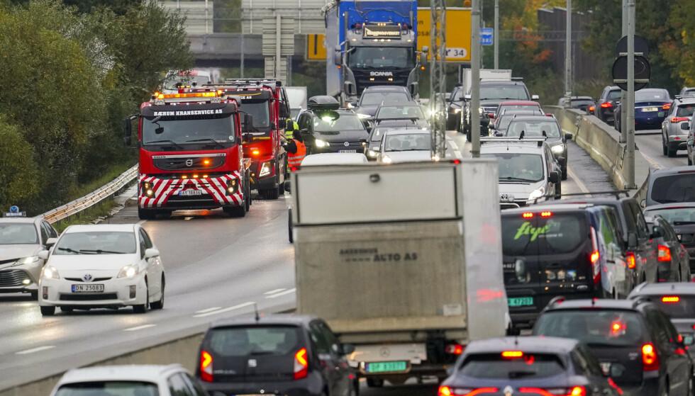 PROPP: E6 gjennom Manglerud er en stor flaksehals for kollektivtransporten. Strekningen er den største transportåra fra Europa til Norge, og vi trenger forbedringer i kapasiteten og for kollektivtransporten, skriver innsenderne. Foto: Fredrik Hagen / NTB