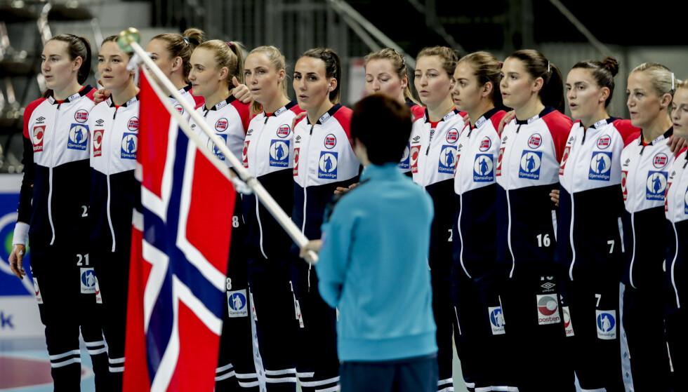 USIKKERT: Det er fortsatt stor usikkerhet om de norske håndbaljentene kan synge nasjonalsangen i Trondheim Spektrum under EM i desember. Foto: Vidar Ruud / NTB