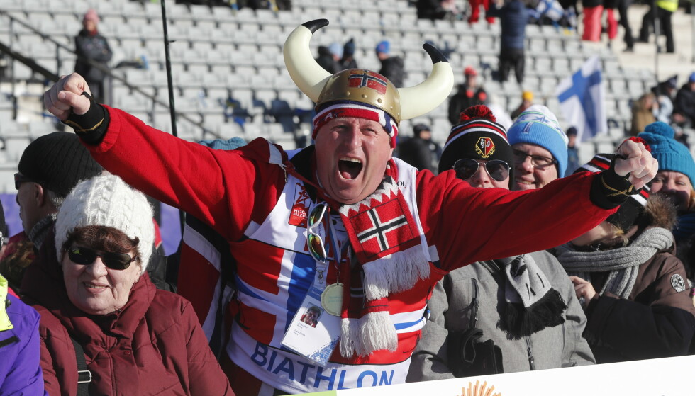 INGEN OVER - INGEN VED SIDEN: Rune Eikeland er Norges ubestridte supporterkonge. Her heier han under ski-VM i Lahtl i 2017. Foto: NTB