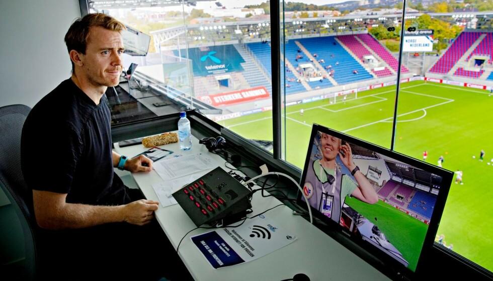 RINGSIDE: Carl-Erik Torp er ekspert på kvinnefotball. Her fra Intility Arena i Oslo. Foto: Bjørn Langsem