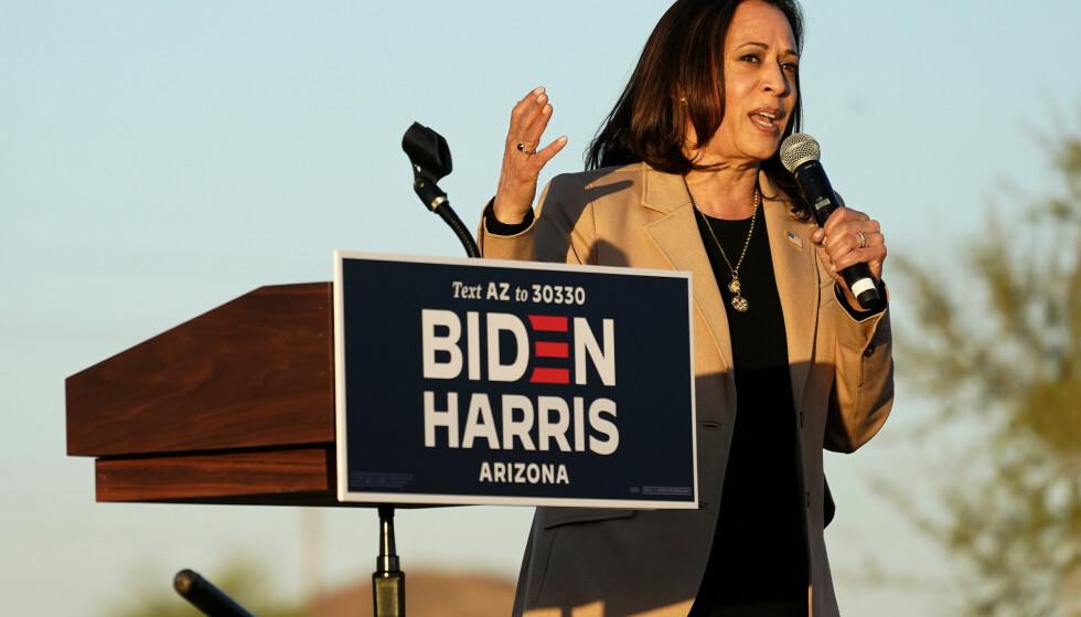 VISEPRESIDENTKANDIDAT: Demokratenes Kamala Harris under valgkamparrangementet i Phoenix. Foto: AP / NTB
