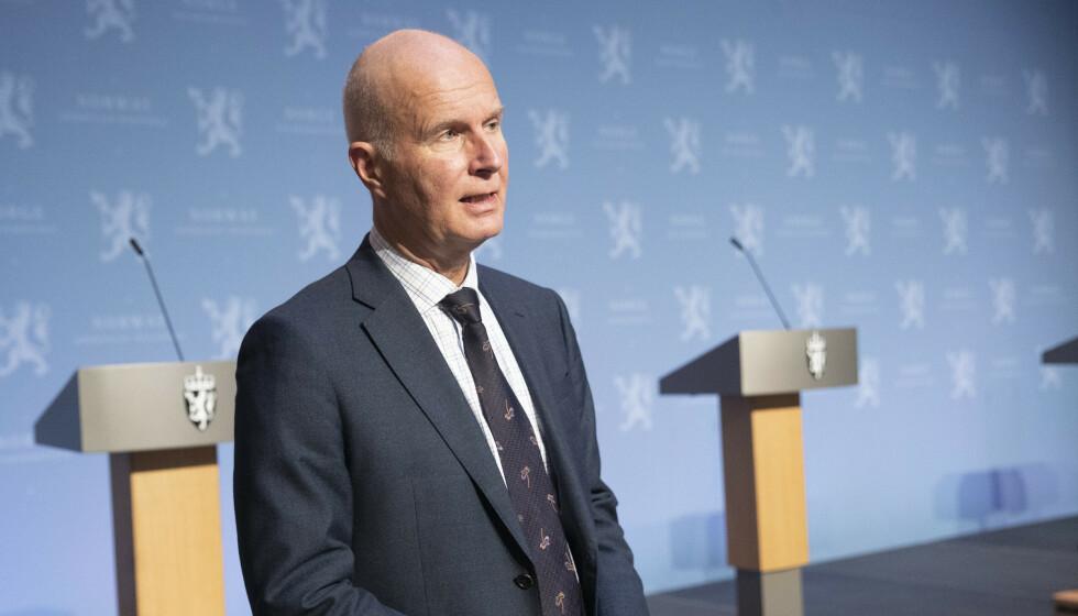 KALDDUSJ: Helsedirektør Bjørn Guldvog kan ikke love noen «normalsommer» i 2021 heller. Foto: Terje Bendiksby / NTB