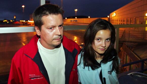 FAR OG DATTER: Trond Frantzen ble dagens helt da han tok kvelertak på kapreren, her sammen med datteren Marlene (14) Foto: Tor Guttormsen