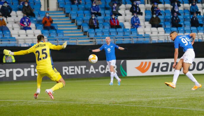 SJANSER: Ohi Omoijuanfo hadde flere sjanser til å score mot Rapid Wien. Foto: Svein Ove Ekornesvåg / NTB