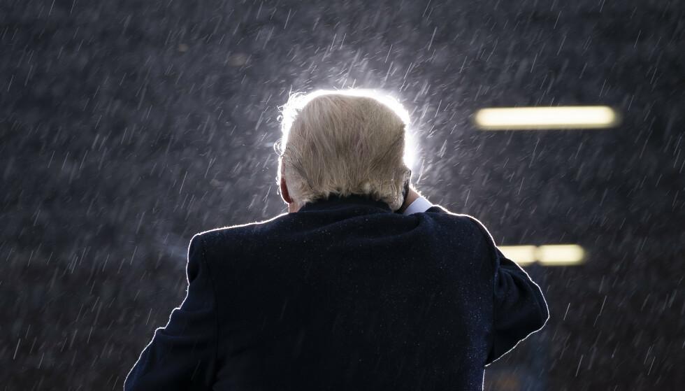 EN GLORIE RUNDT TRUMP?: Nei, det er mer motlyset som denne gang angriper presidenten. Her fra Michigan. Foto: AP / NTB