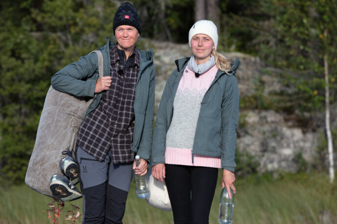 VENNER OG KONKURRENTER: Inger Cecilie og Tove møttes til kamp søndag kveld. Sistnevnte måtte reise fra gården. Foto: Alex Iversen / TV 2