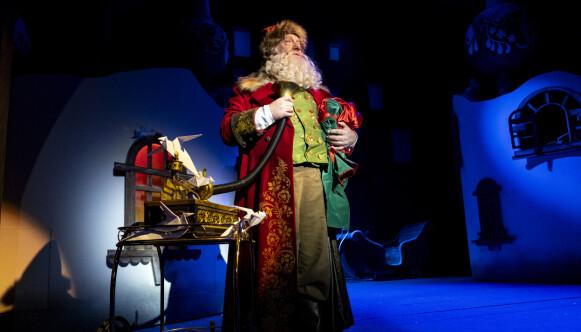 KAN BLI UTSATT: Trond Høvik spiller Julius i førjulsforestillingen «Snøfall». Foto: Bård Gundersen / Oslo Nye Teater
