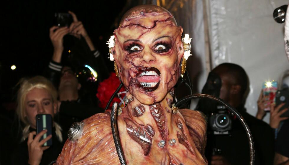 HALLOWEEN-IKON: Supermodell Heidi Klum er kjent for sine gjenomførste kostymer. Her i fjor. Foto: NTB