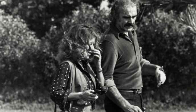 MØTTES PÅ GOLFTURNERING: Micheline Roquebrune og Sean Connery i 1973 på golfturnering, to år før de giftet seg. Foto: Shutterstock/NTB