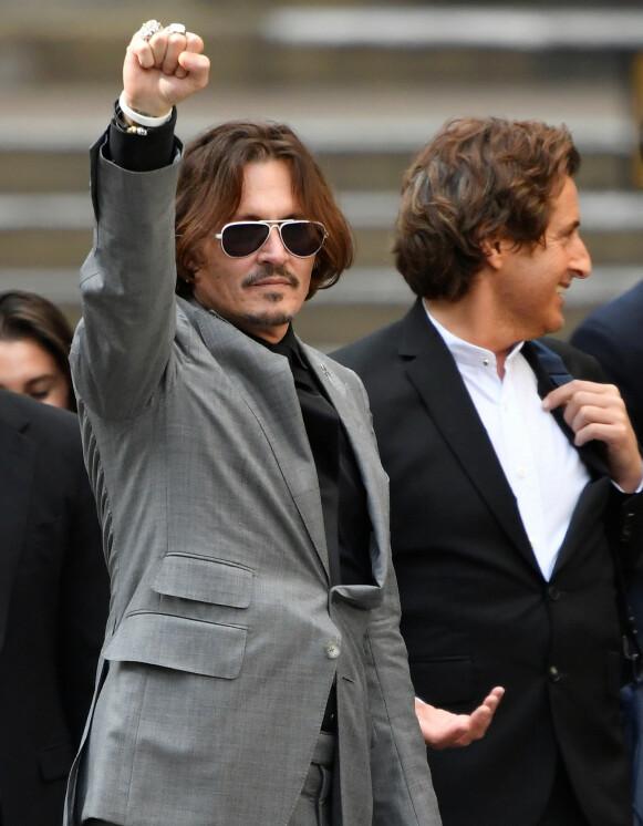 TAPTE: Hollywood-stjerna Johnny Depp fikk ikke medhold i sin begjæring om oppreisning. Her er han avbildet på vei ut av retten i London 28. juli. Foto: Toby Melville / Reuters / NTB
