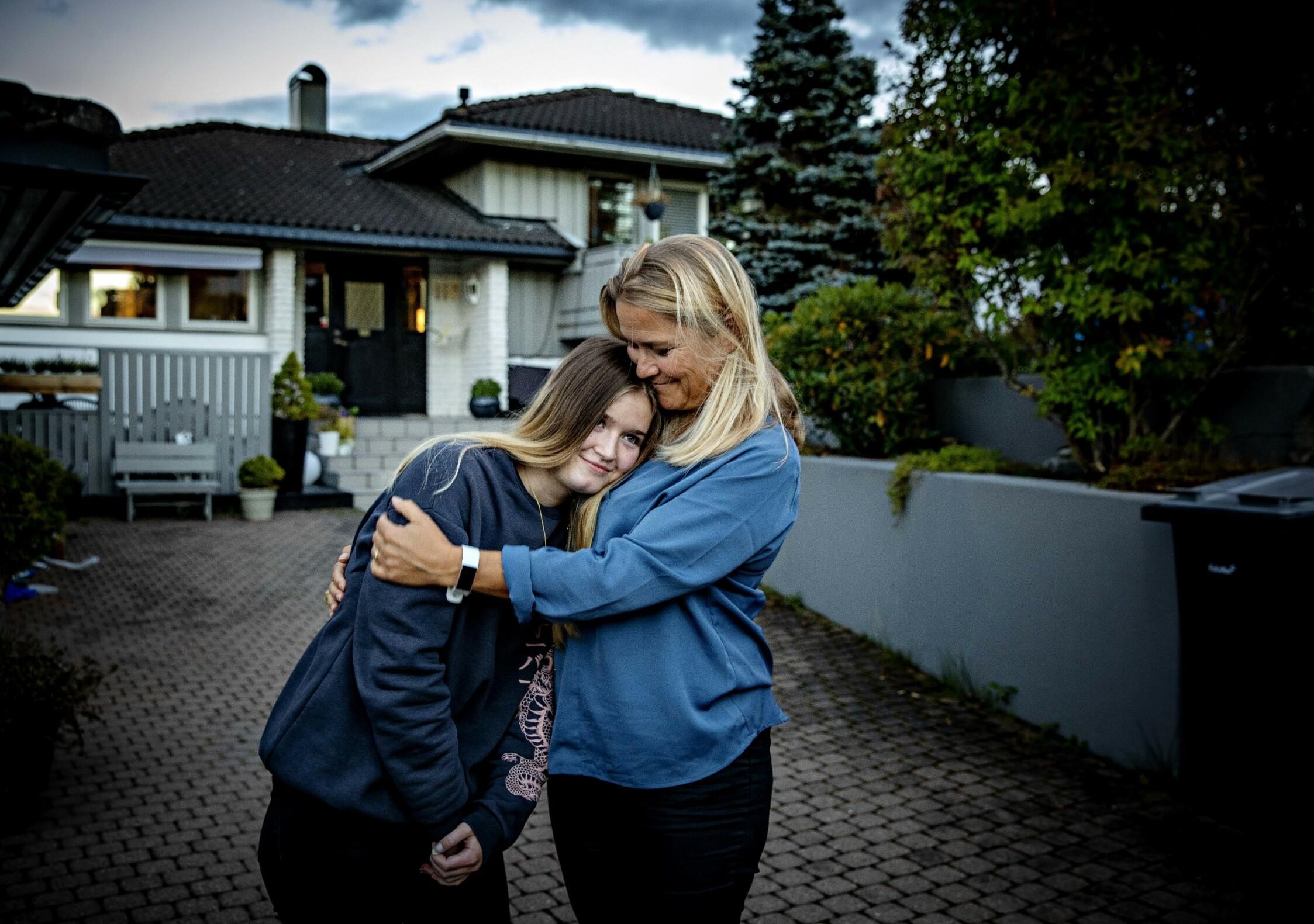 Kolbotn, 20200908. Charlotte fikk narkolepsi som følge av pandemrix vaksinen mot svineinfluensa i 2009. Møter henne sammen med moren Mari Foto: Nina Hansen / DAGBLADET