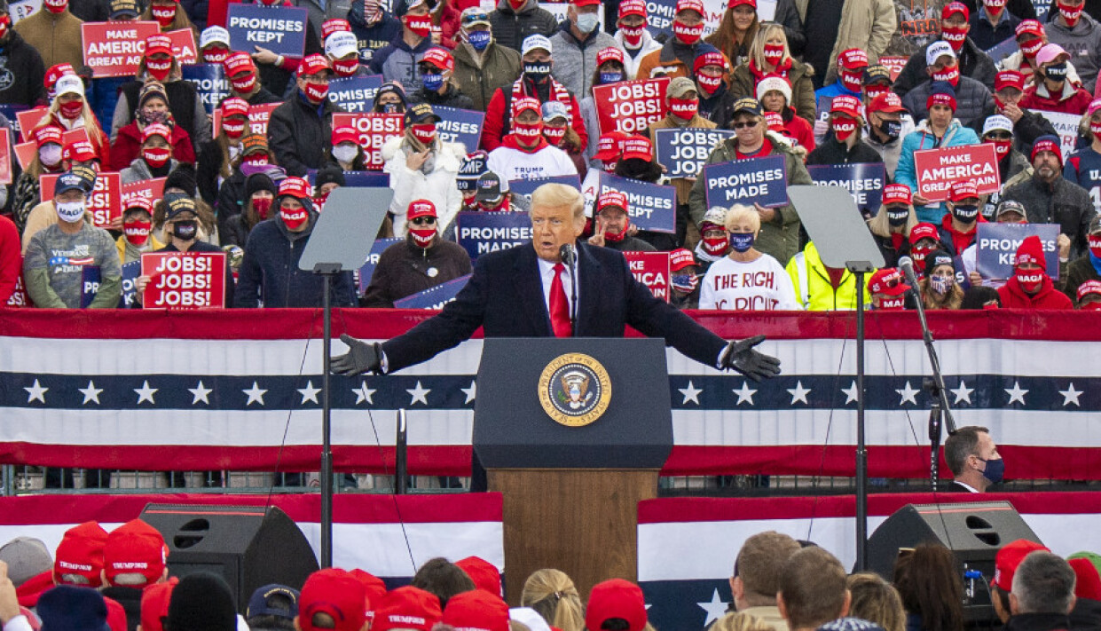 STORE FOLKEMENGDER: Donald Trump holder valgkampmøte i Reading, Pennsylvania. Mer enn 7000 mennesker sto tett i tett på Reading Regional Airport. Foto: Lars Eivind Bones / Dagbladet