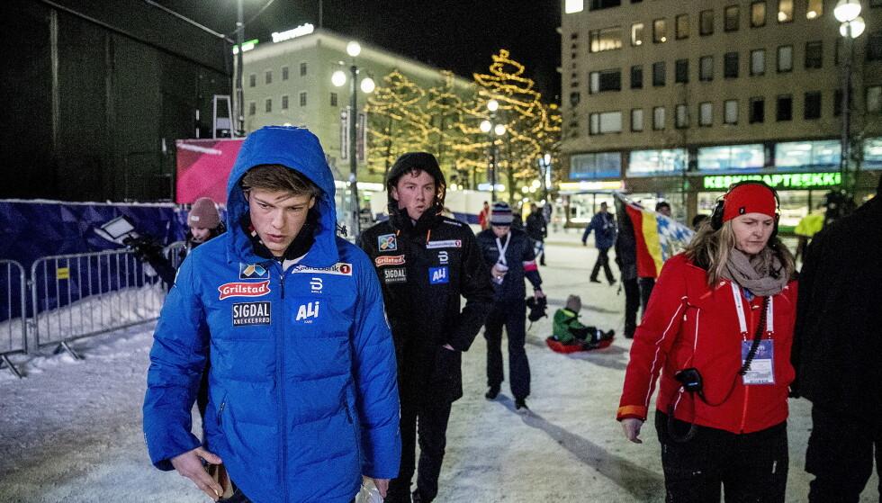 VAR LANGT NEDE: Emil Iversen og Johannes Høsflot Klæbo etter den ulykksalige lagsprinten i Lahti i 2017. Foto: Bjørn Langsem / Dagbladet