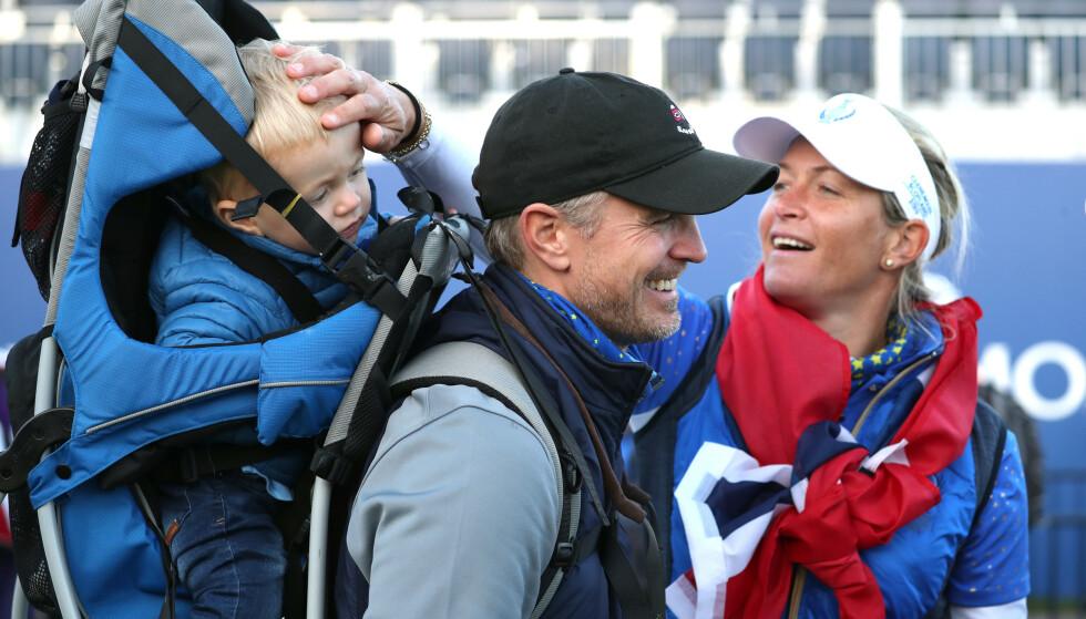 FAMILIE: Suzann Pettersen og mannen Christian Ringvold med deres sønn Herman på Solheim Cup i Skottland i fjor. Turneringen ble Pettersens siste i golfsirkuset. Foto: NTB