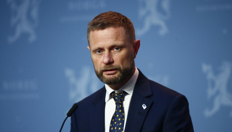 ALVORSTYNGET: Helse- og omsorgsminister Bent Høie legger ikke skjul på at Norge nå står i en alvorlig situasjon. Foto: Terje Pedersen / NTB