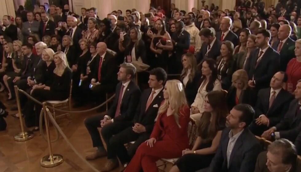 PUBLIKUM: Donald Trump hadde et eget publikum til stede i Det hvite hus da han talte til folket for første gang etter at valgresultatene begynte å strømme inn. Foto: AP