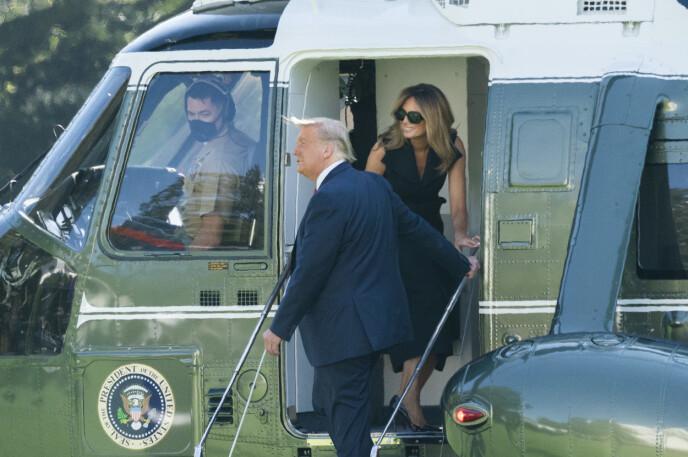 EN ANNEN?: Flere ivrige Twitter-brukere var overbeviste om at dette bildet, tatt 22. oktober, ikke viste Melania Trump, men en annen kvinne. Foto: Chris Kleponis /CNP/NTB
