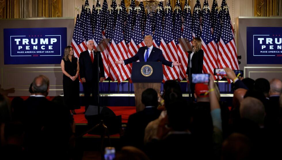 FLYTTET: Trump hadde egentlig planlagt å avholde valgnattfesten på Trump International Hotel, men endret disse planene da det ble nedlagt forbud om samlinger på mer enn 50 personer i Washington, som følge av de stadig økende smittetallene. Foto: Carlos Barria/Reuters/NTB