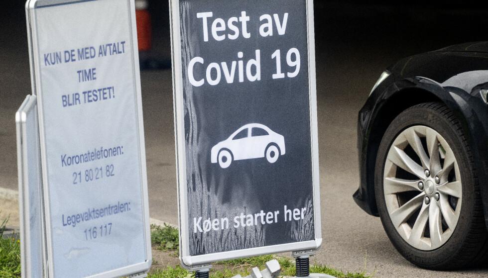 TEST: Test av Covid-19 skilt utenfor teststasjonen på Aker legevakt. Foto: Gorm Kallestad / NTB